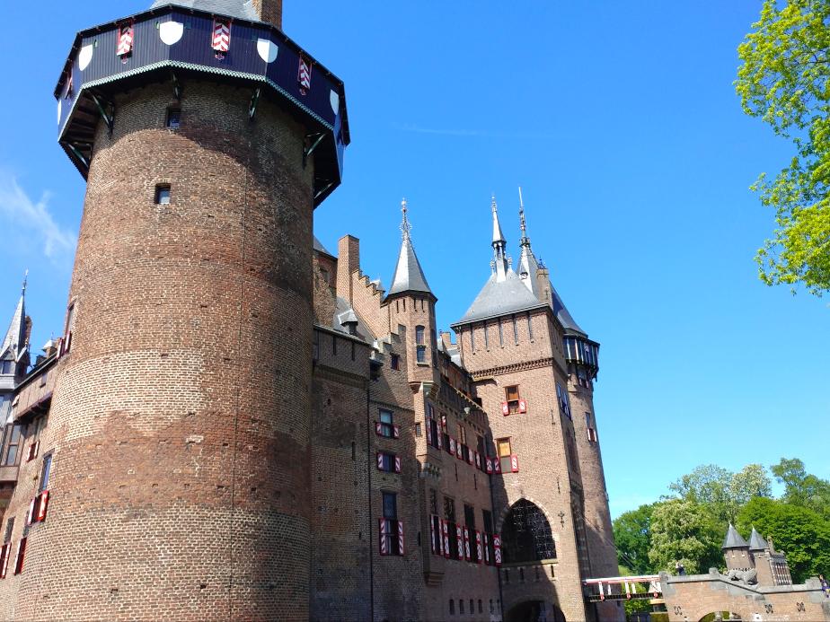 kasteel de haar, Utrecht The Brave New Life