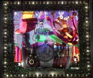 Weihnachts-Fensterauslage bei Bloomingdale's