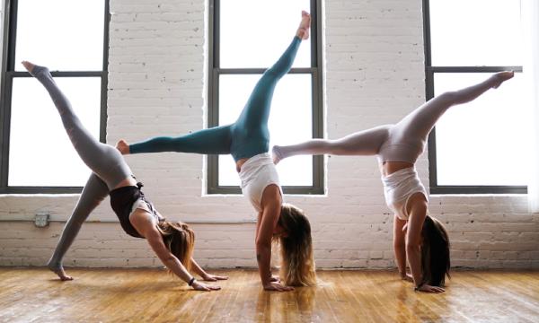 Les bienfaits pour le dos du yoga pour coiffeurs et esthéticiennes