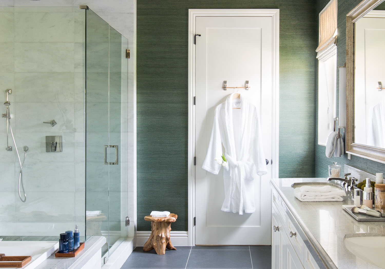 In this serene, modern bathroom with rich jade walls and white and wooden elements, you can relax your mind and body with ease.