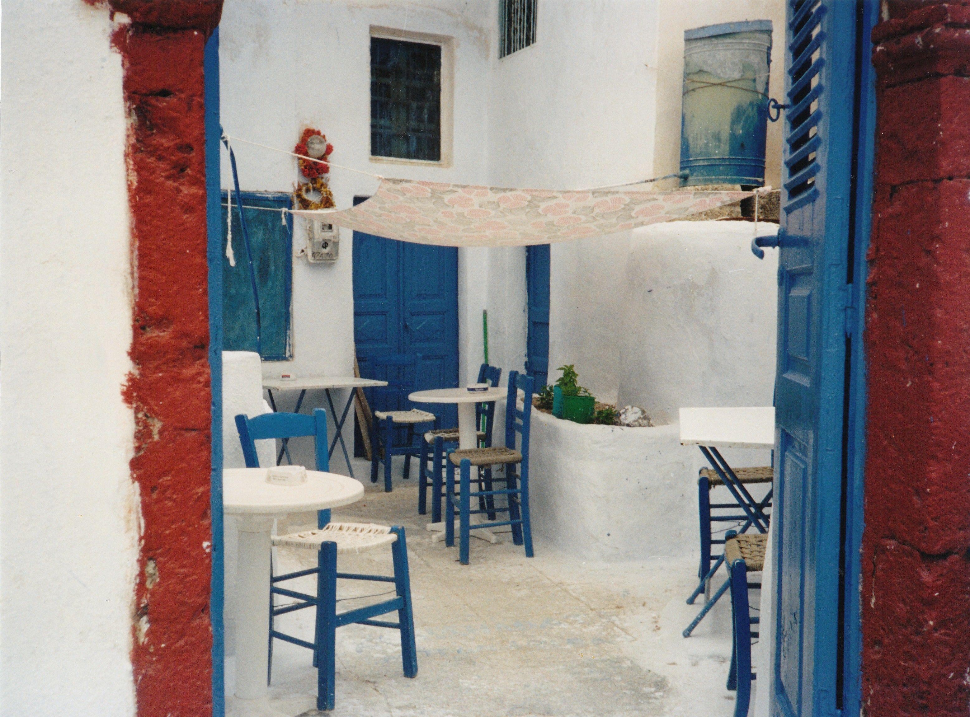 Blue Santorini Cafe. Café Leon Dore Direction. No Cain® World