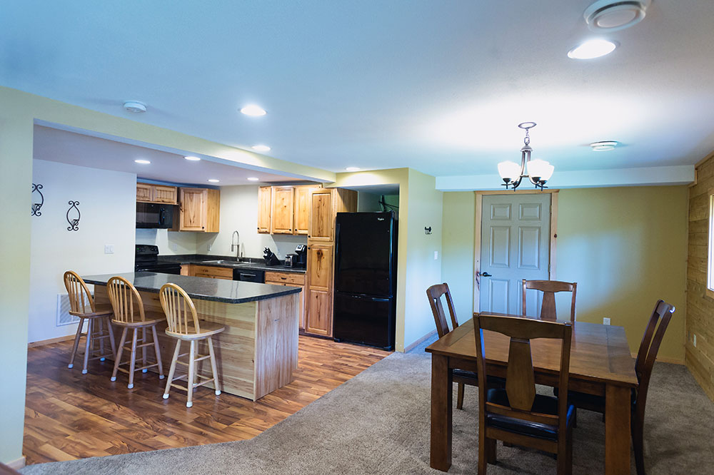 dining area of trailside lodge apartment suite