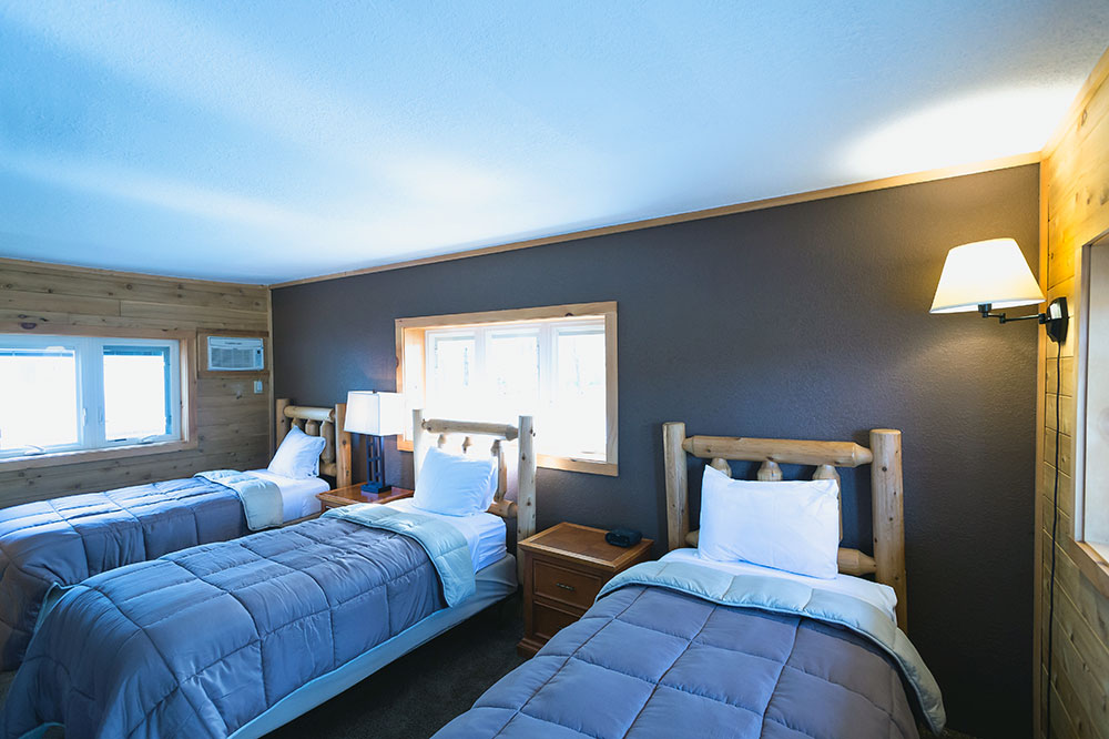 view of the trailside lodge triple twin beds room