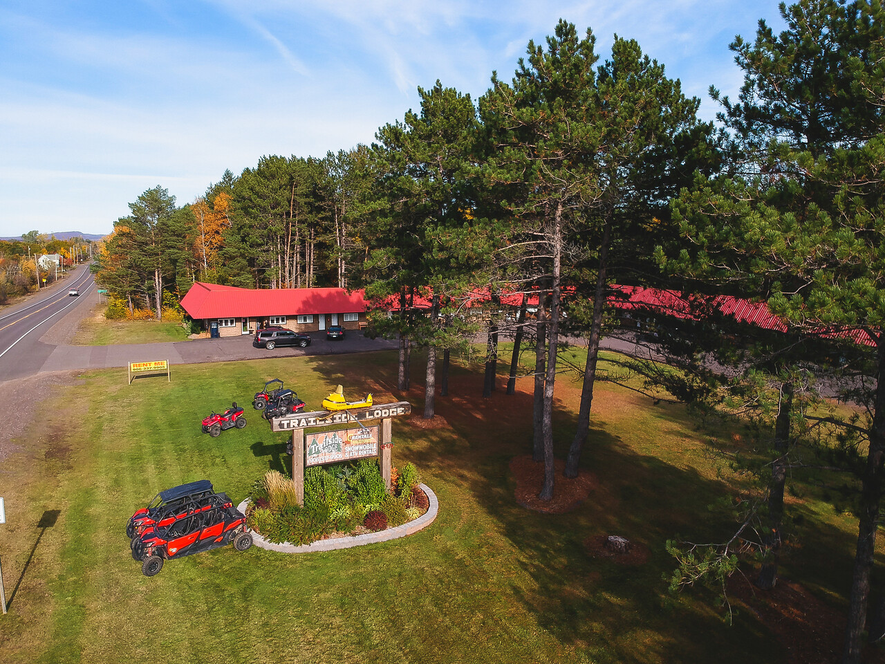 trailside lodge and copper country rentals in calumet michigan exterior ground view
