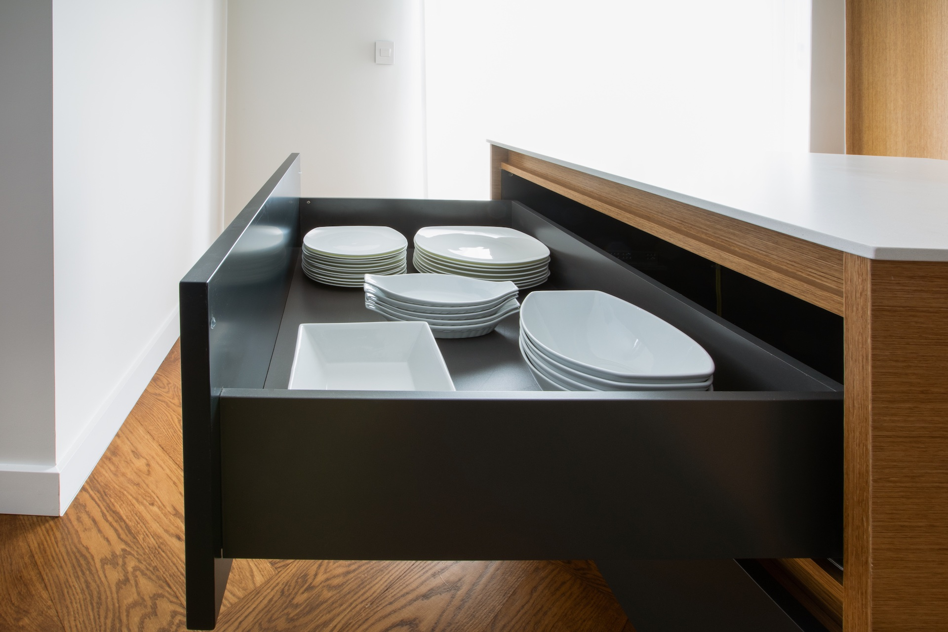 NIICO Drawer with plates