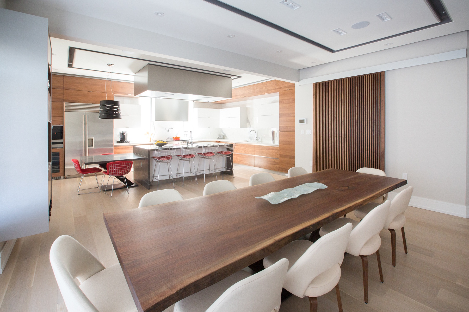 NIICO Kitchen with wood dining table