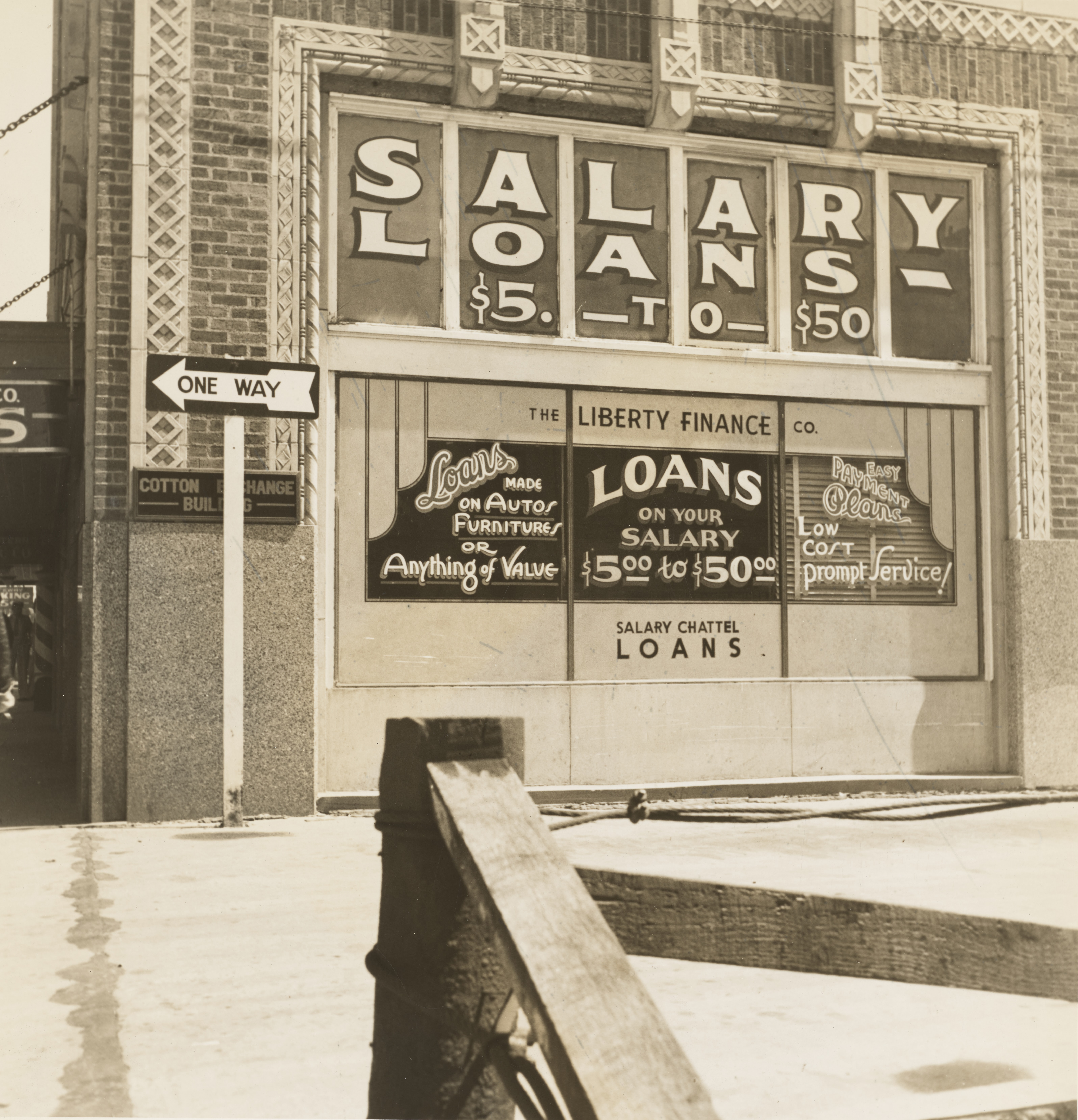 An image of the front of a salary loans business in 1937.