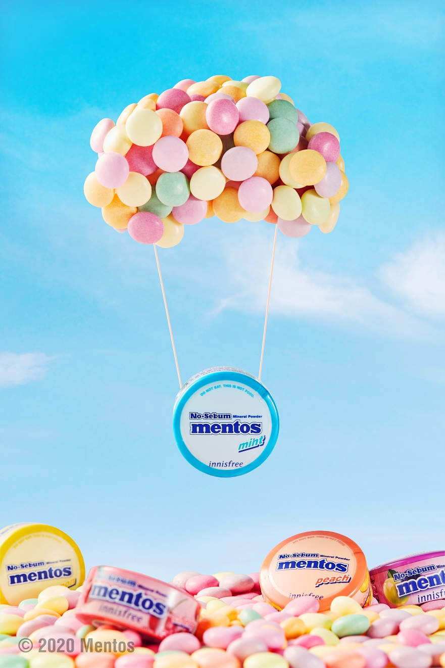 innisfree x Mentos branded tin hanging from a string attached to a bunch of mentos floating like balloons