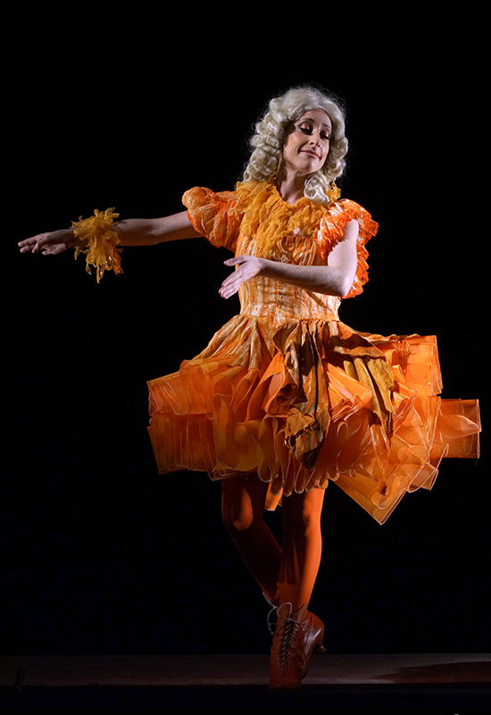 Lidia Vinyes Curtis dancing in Iphigenia en Tracia