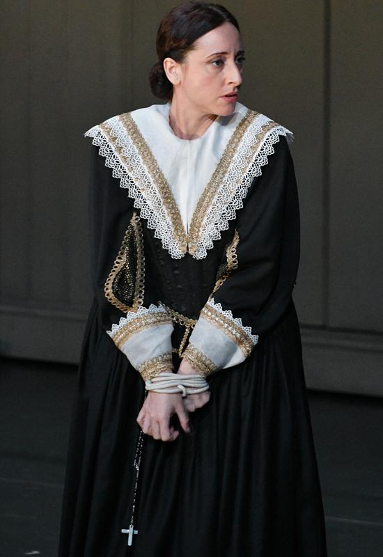 "Lidia Vinyes Curtis acting in ""i puritani"" at Liceu"
