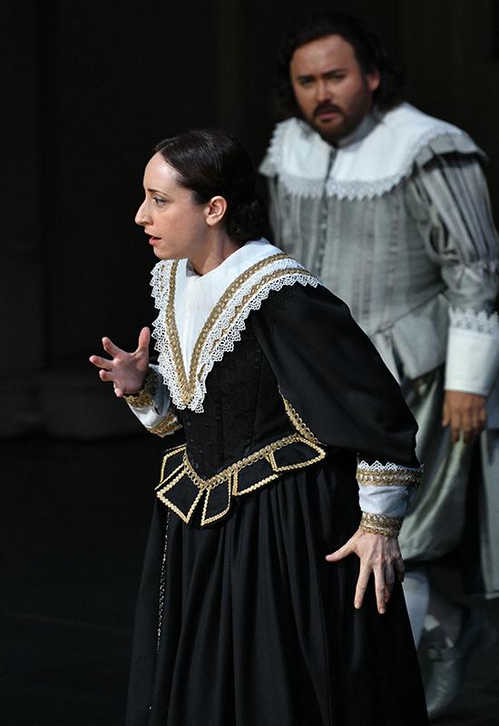 """Lidia Vinyes Curtis singing in """"i puritani"""" at Liceu"""