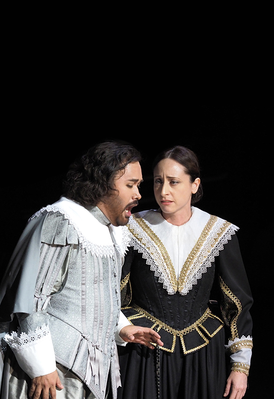 """Lidia Vinyes Curtis with a man singing in """"i puritani"""" at Liceu"""