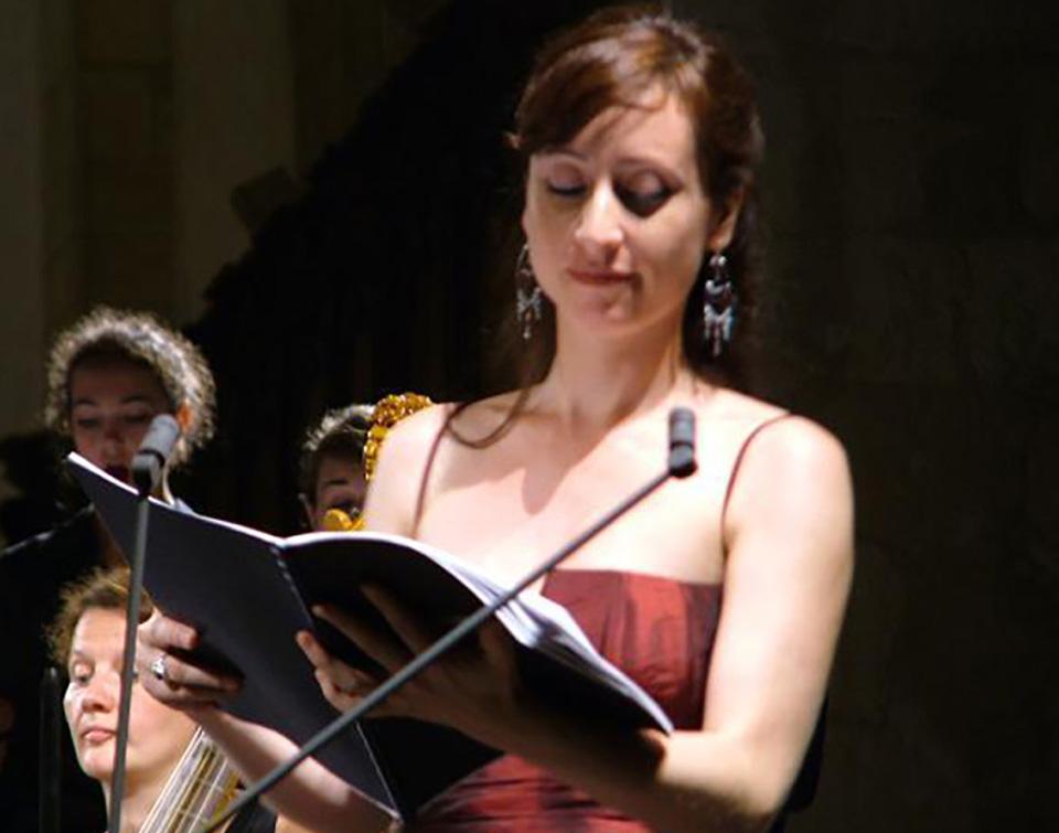 Lidia Vinyes Curtis singing at Perigord Festival