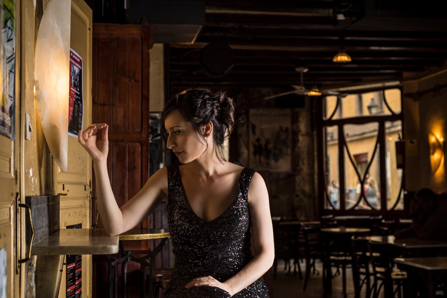 Lidia Vinyes Curtis posing in a bar