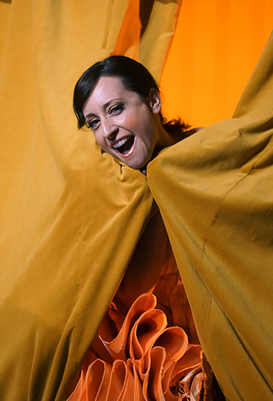 Lidia Vinyes Curtis behing the curtains in Iphigenia en Tracia