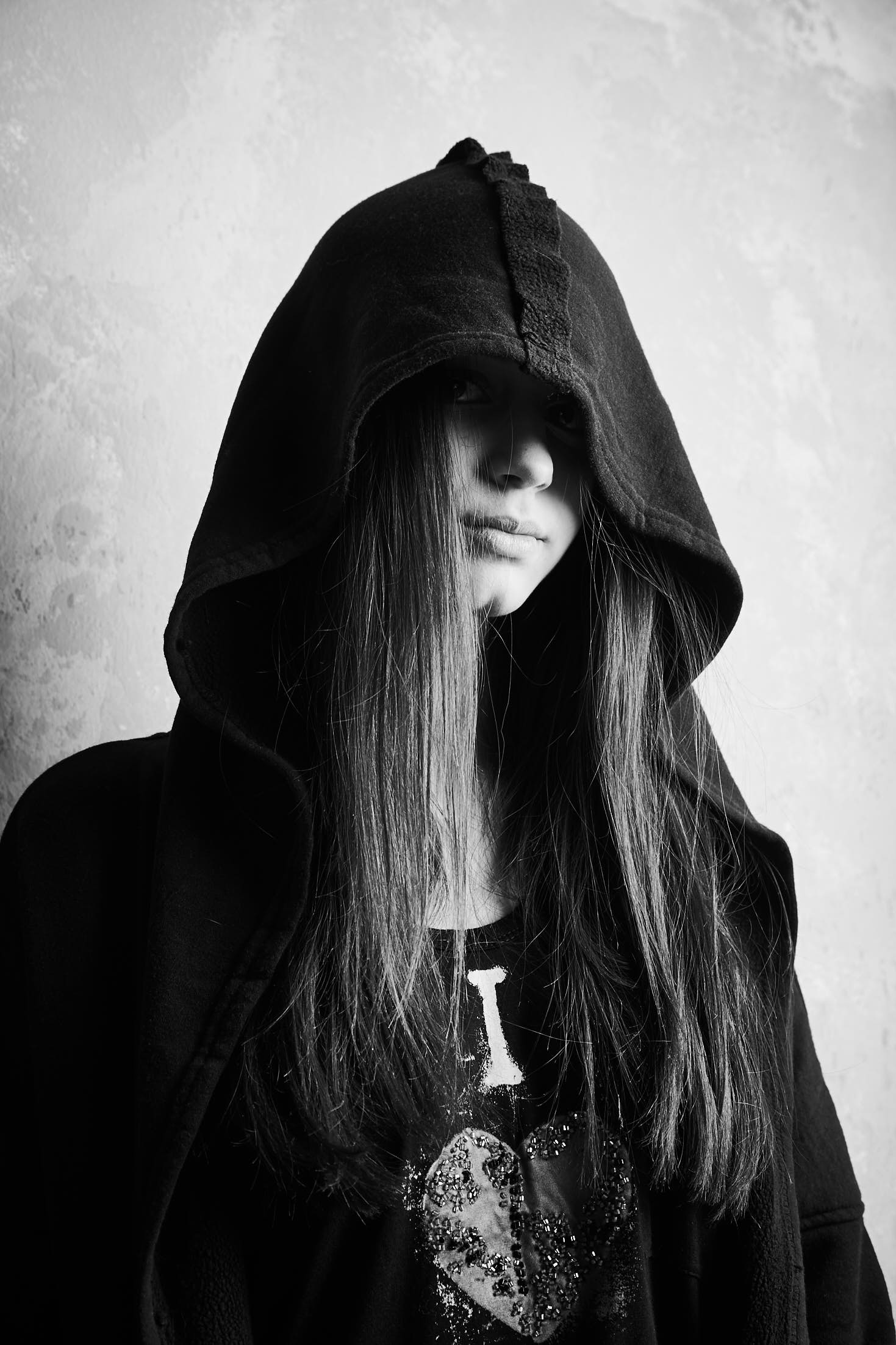 Woman wearing a hoodie black and white picture, Fashion photography, Philipp Burkart young photographer in Hamburg artificial light Editorial
