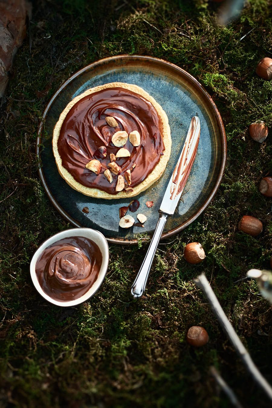 Hazelnut chocolate cream on bread lying on a plate with a knife food editorial photography studio delicious content Julia Ewers food styling Philipp Burkart photographer Hamburg