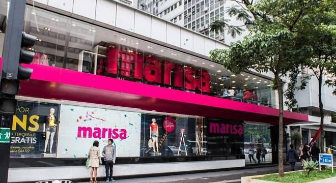 Fachada de loja: Marisa Avenida Paulista rosa telão de led