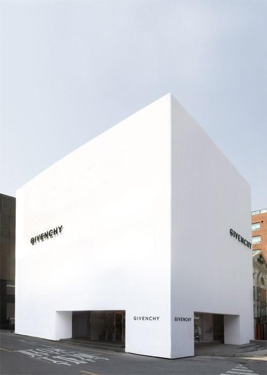 8 Fachada de loja branca | Givenchy