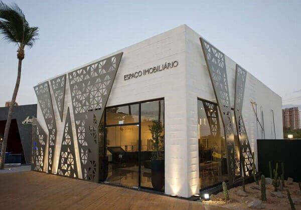 Fachada de loja com ornamentos | Espaço Imobiliário