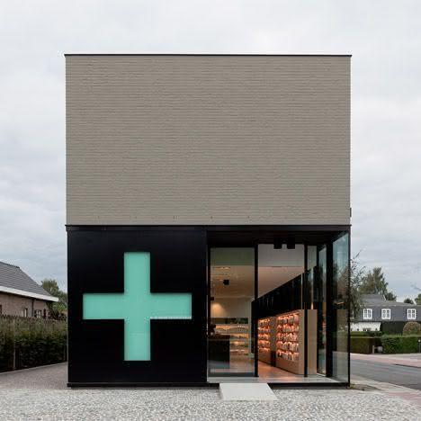 9 Fachada de loja | Farmacia
