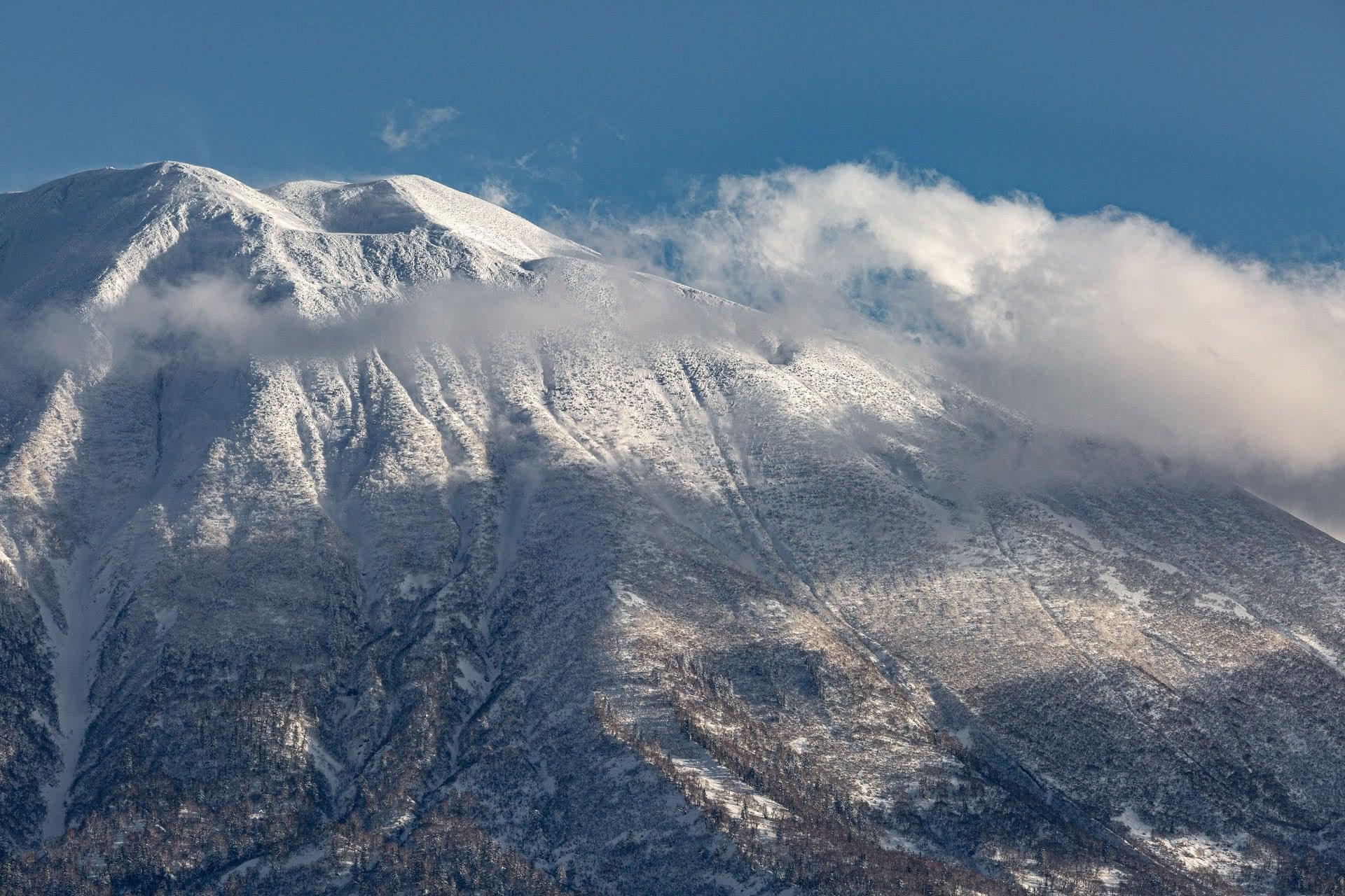 mountain skiing Japan