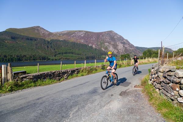 cyclists bike the snowdon sea to summit challenge
