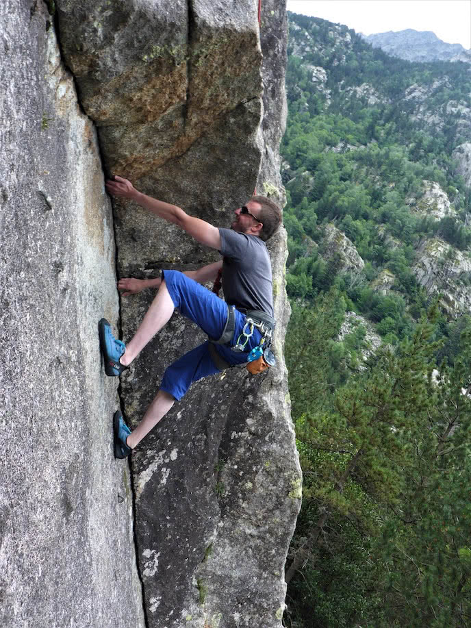 crack climbing in the french pyrenees