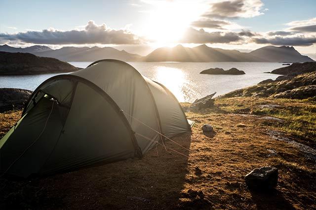 wildcamping tent near lake Scotland