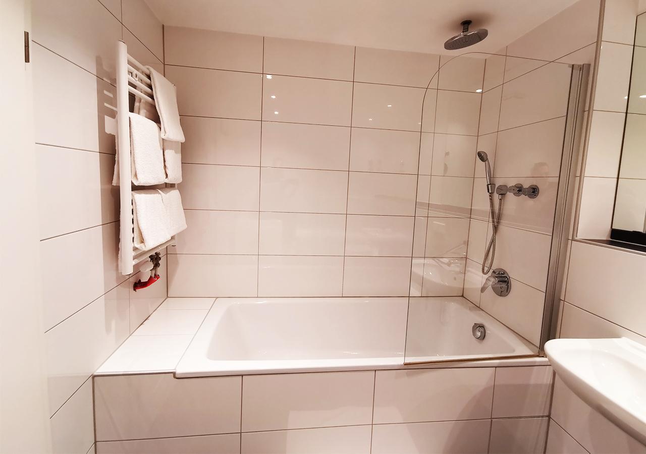 2nd Bathroom (3)