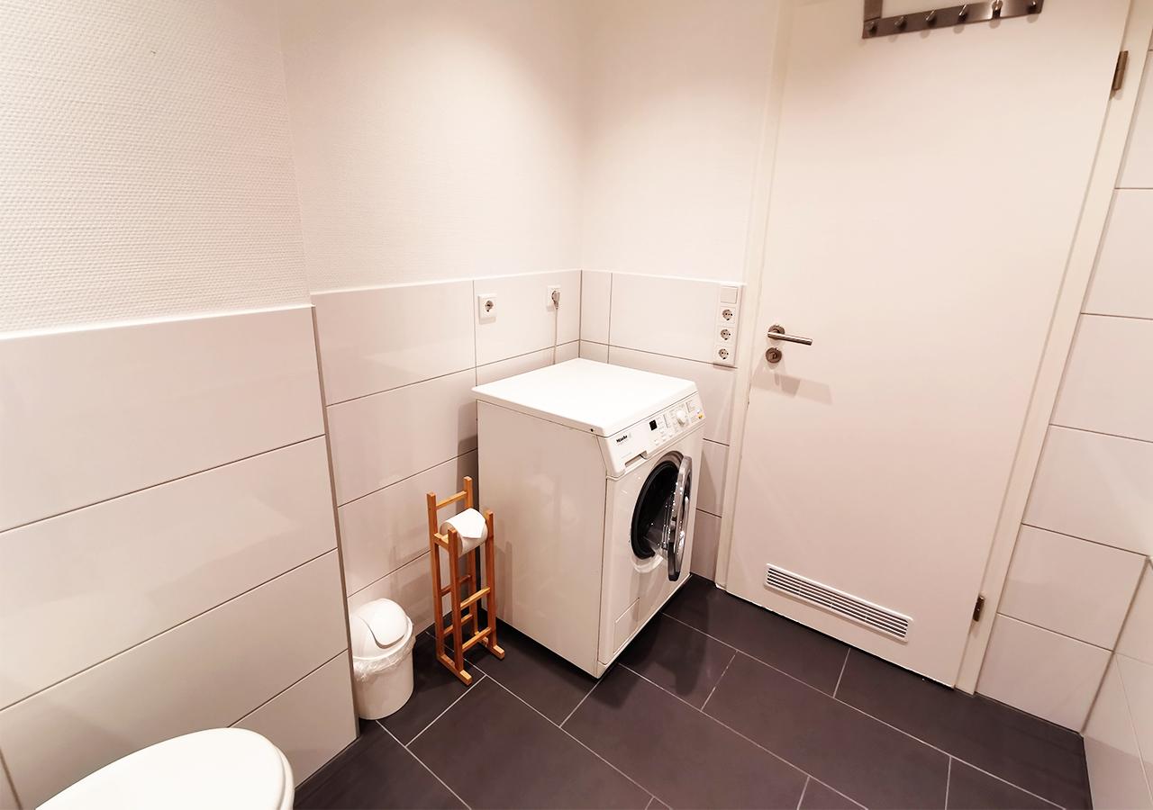 2nd Bathroom (4)