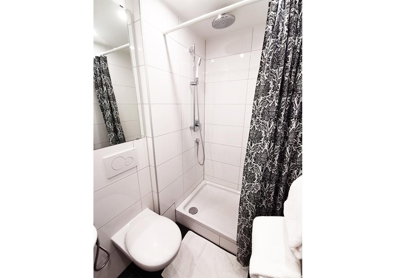 1st Bathroom (2)