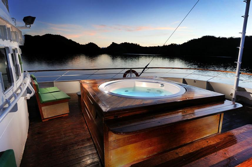 The jacuzzi on the Solitude One liveaboard in the Philippines
