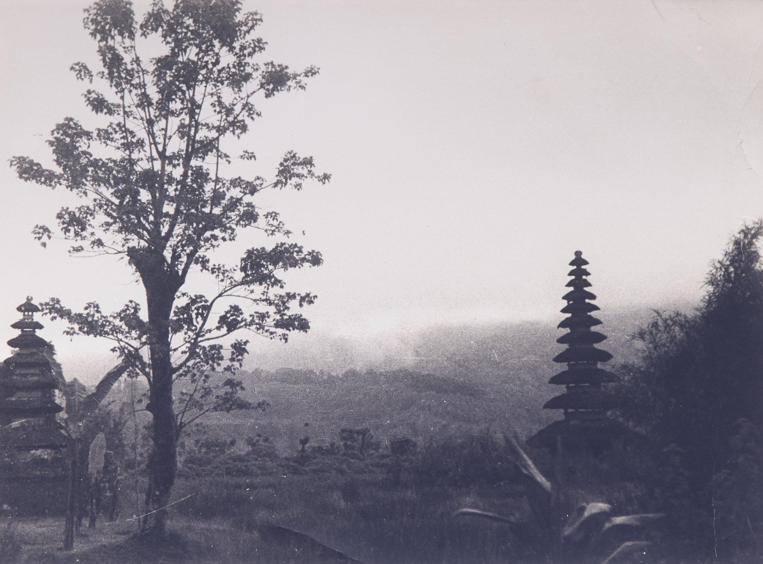 Arthur Fleischmann, Temples in the Mist, gelatin silver print, 15.5 x 21 cm.