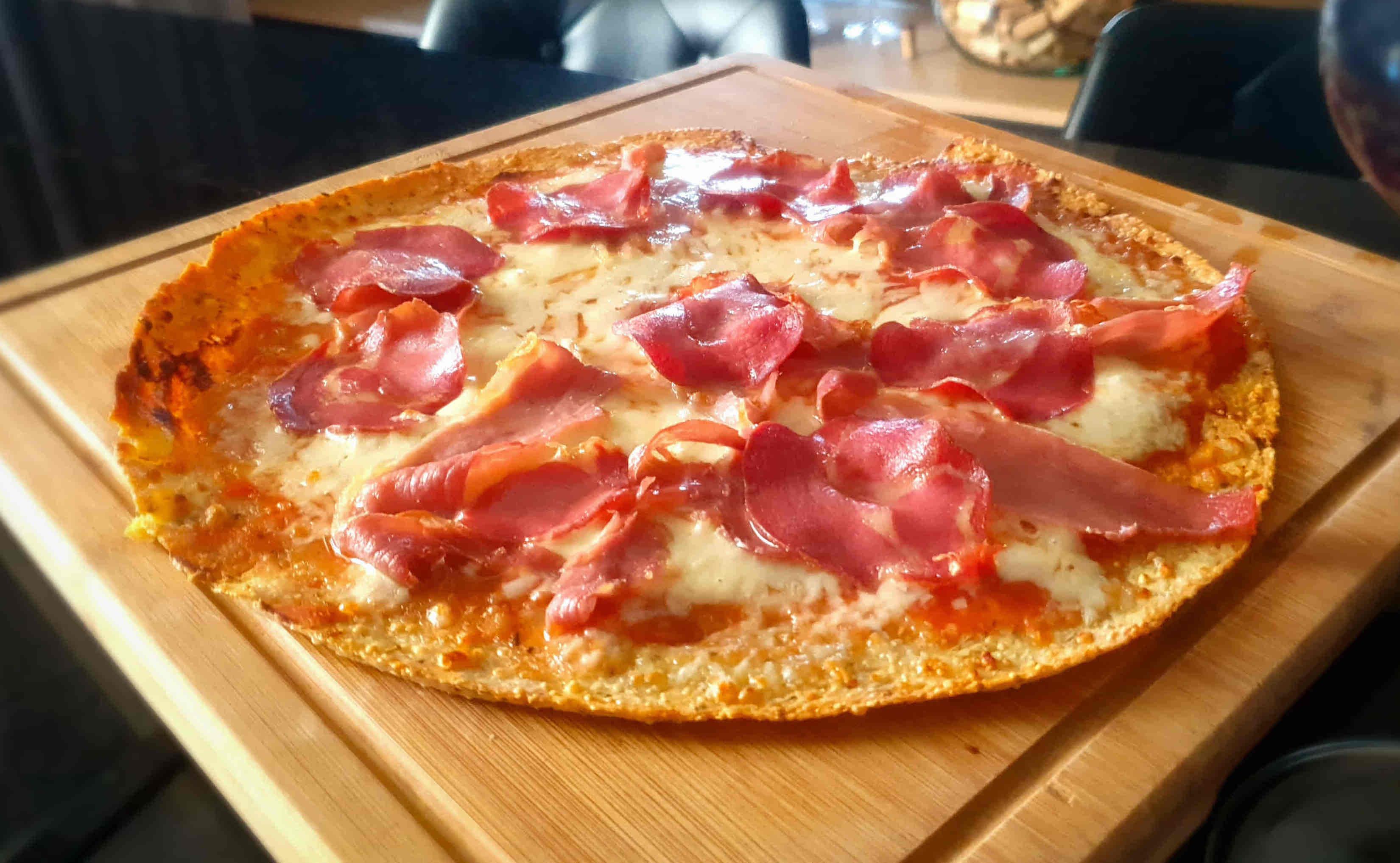 Pizza carnívora com massa de frango