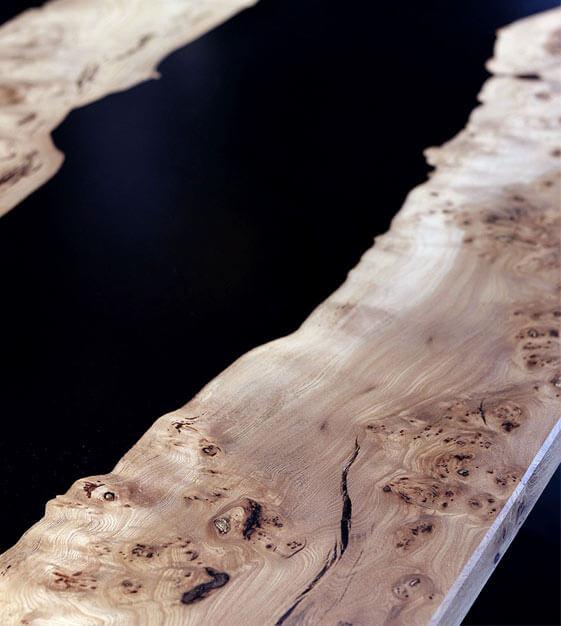 belle table river loupe d'orme résine epoxy noire transparente