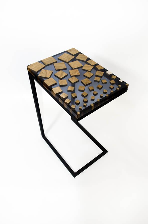 bout de canapé chute cubique essence de chêne et résine epoxy transparente design