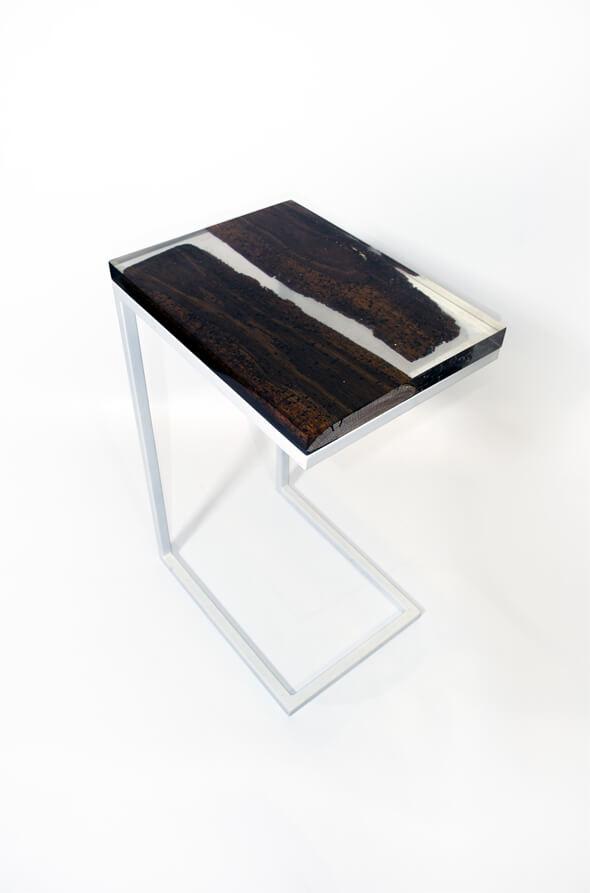 bout de canapé essence de chêne rustique et résine epoxy transparente design