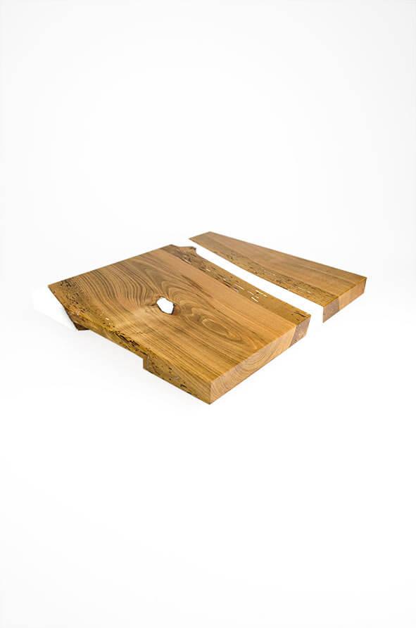 plateau de présentation en bois de merisier et résine époxy blanche design