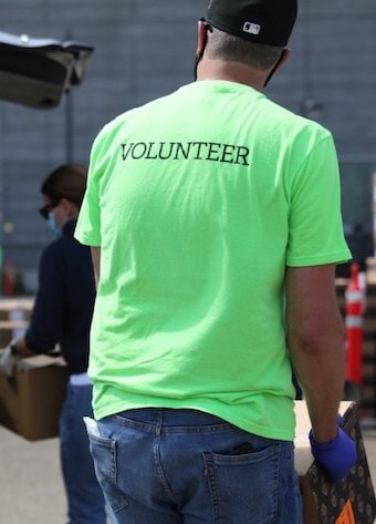 Volunteer at Oracle Park Drive Through pop-up pantry