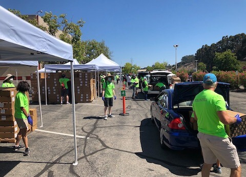 Volunteers at Oracle Park Drive Through pop-up pantry