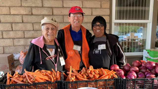 Volunteers at the pop-up pantry of Second Harvest of Silicon Valley