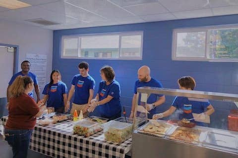 Big thank you to our volunteers from Chevron for serving up smiles in our Martinez dining room during their Fall Volunteer Campaign 😀