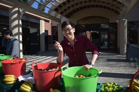 Foodbank CCS volunteer