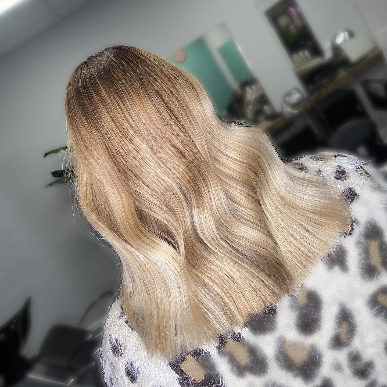 #essexhairsalon  #essexhair #essexhairstylist #essexhairdressing #londonhair #hairdressing #hairstyles #naturalbalayage #londonbalayage #balayage #hairdresserlife #elevenaustralia #londonbalayage #londonbabylights #londonhaircolour #essexhairfashion #essexbalayage #blondehair #faceframe  #hairdressersjournal #ashbalayage #essexhairdresser #essexbabylights #livedinblonde #olaplex