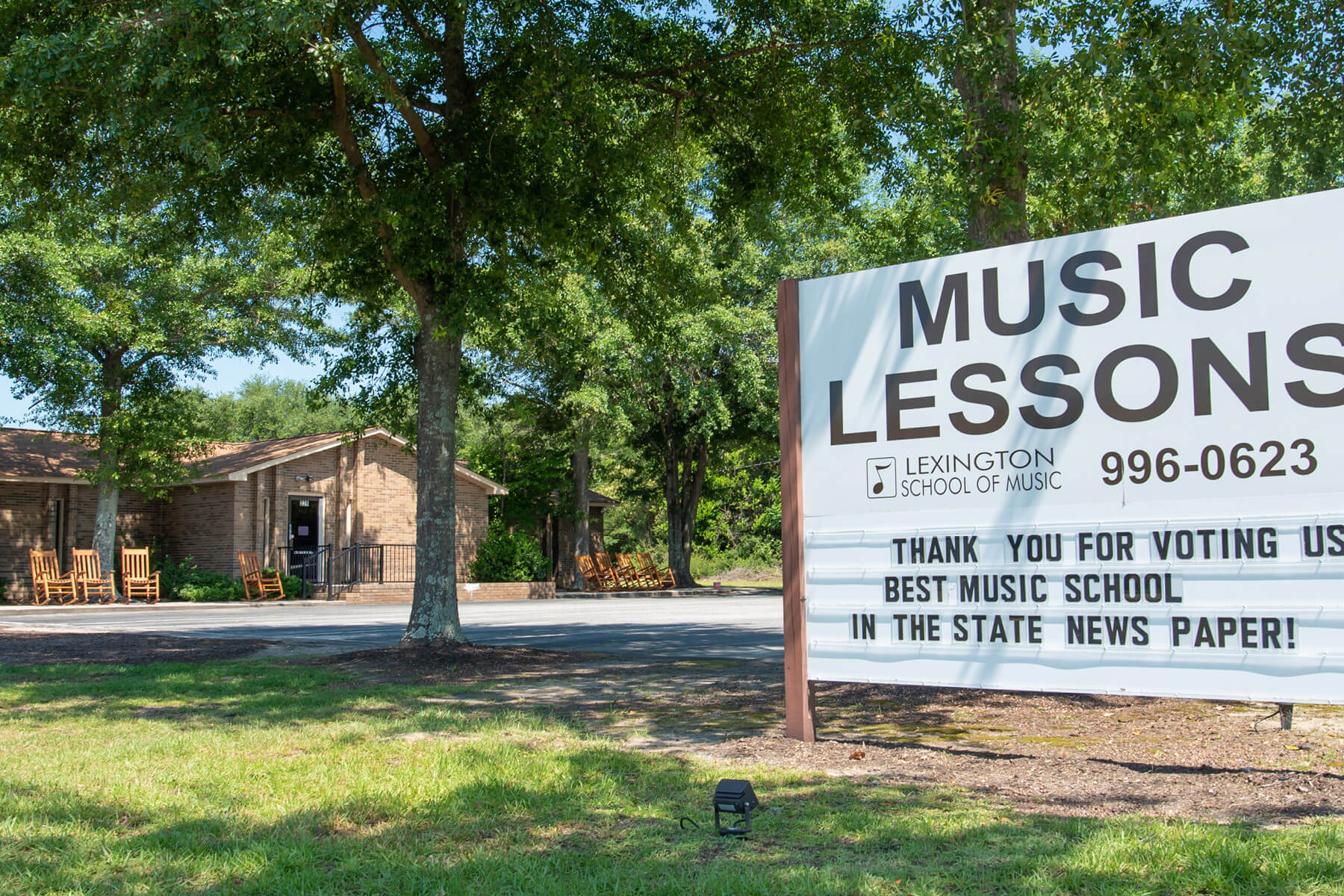"Lexington School of Music Exterior with ""Music Lessons"" sign."