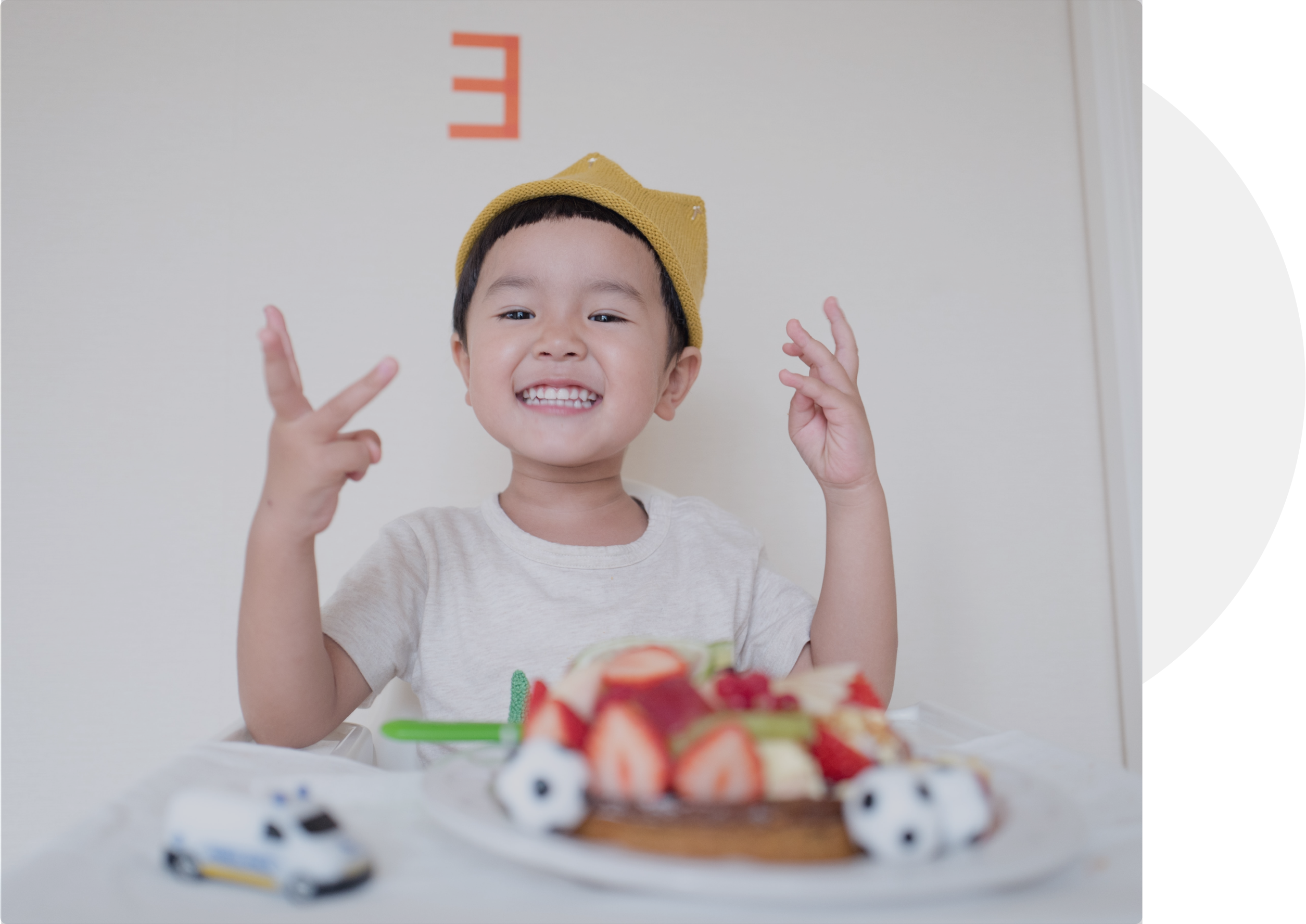 Kid protected by insurance smiling with cake