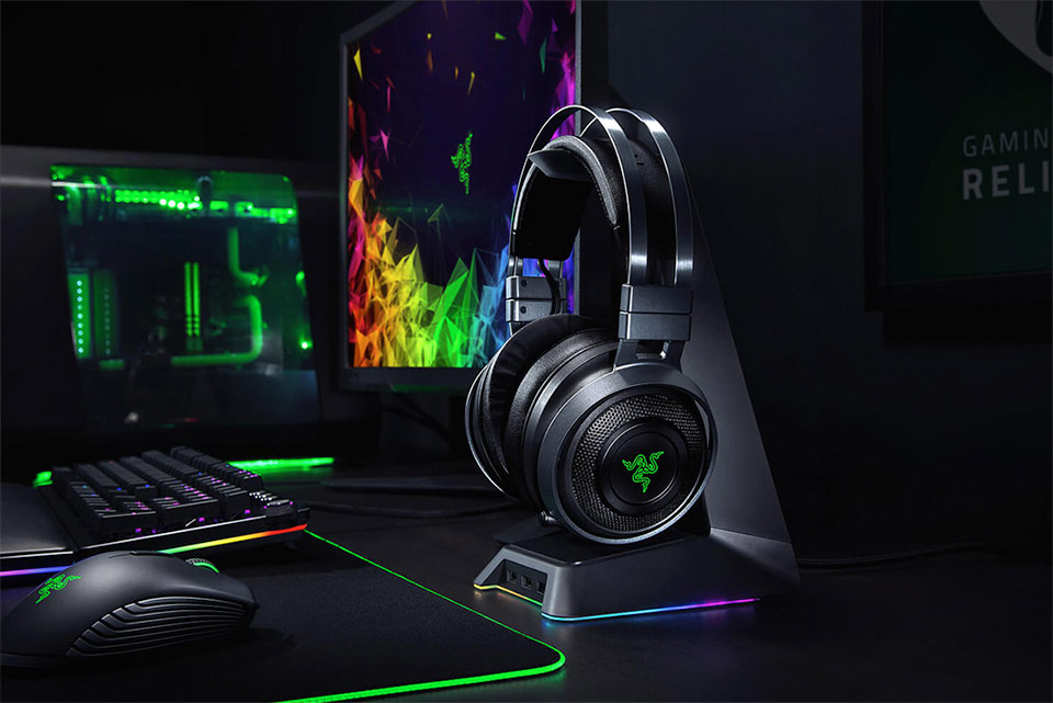 Razer Nari Ultimate Wireless Gaming Headset and Razer Base Station