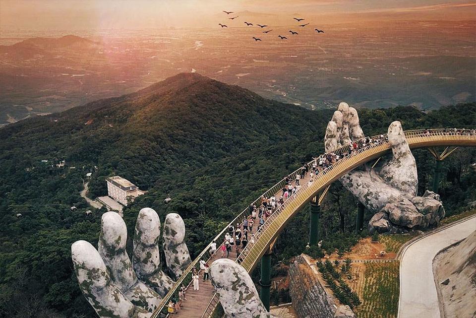 The breathtaking Vietnam golden bridge