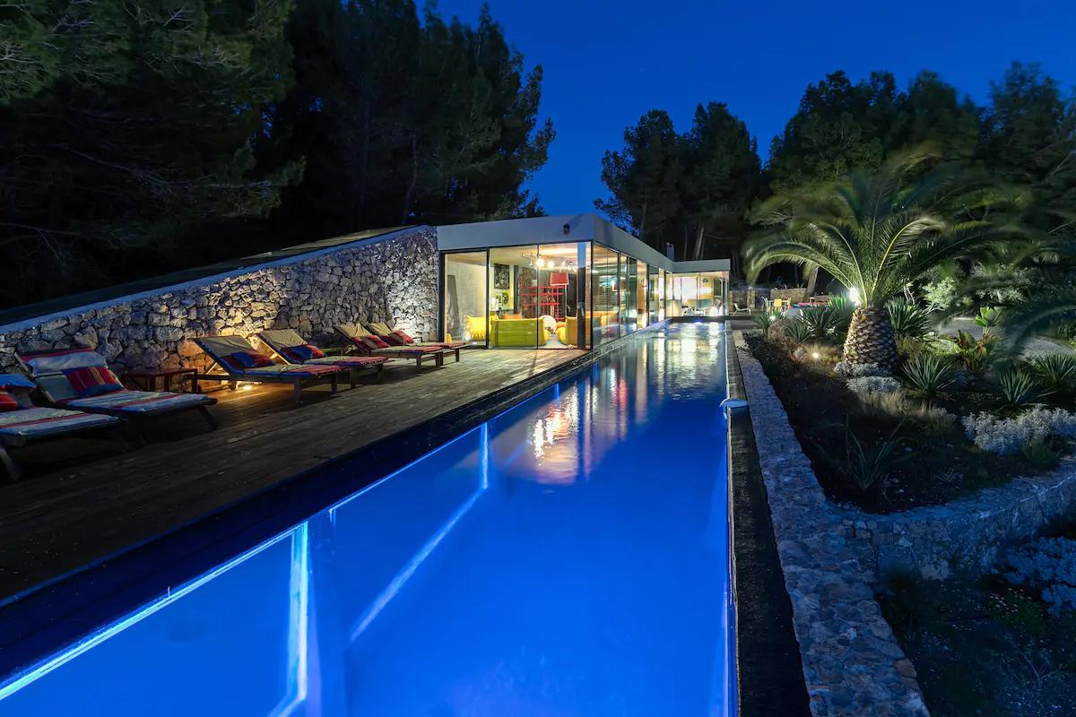 AirBnB Villa On The Rocks In Bandol, France